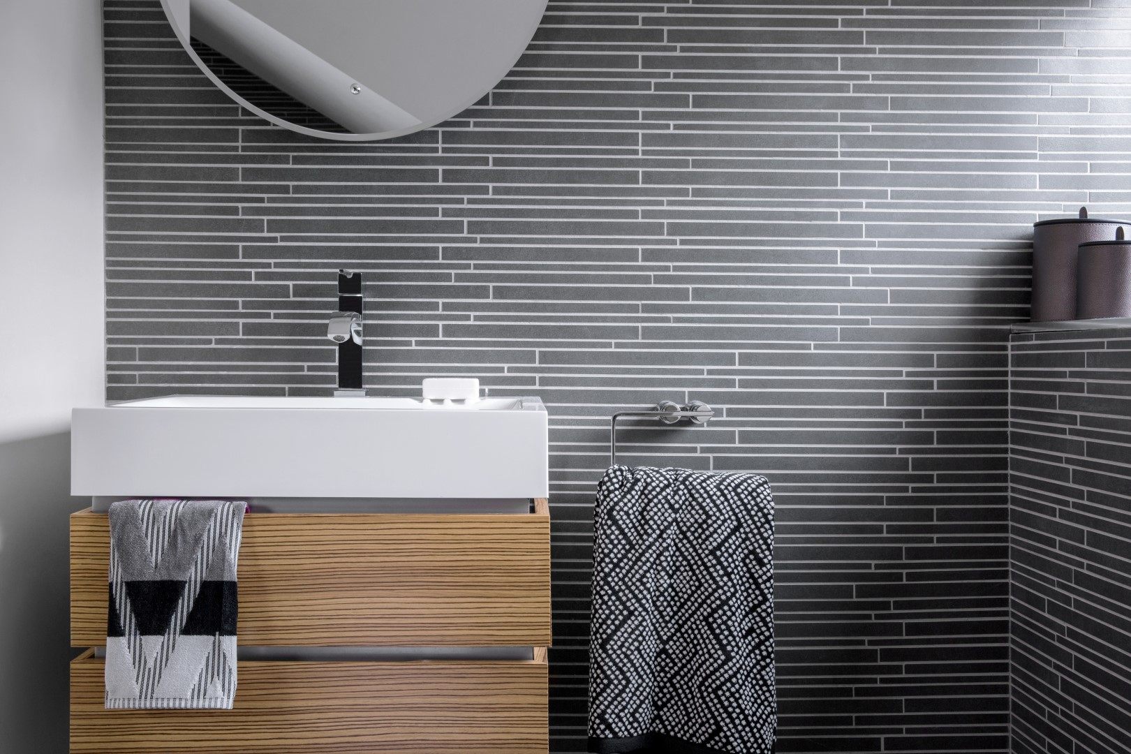 Pleasing Top 6 Bathroom Tile Trends For 2017 The Luxpad Download Free Architecture Designs Scobabritishbridgeorg
