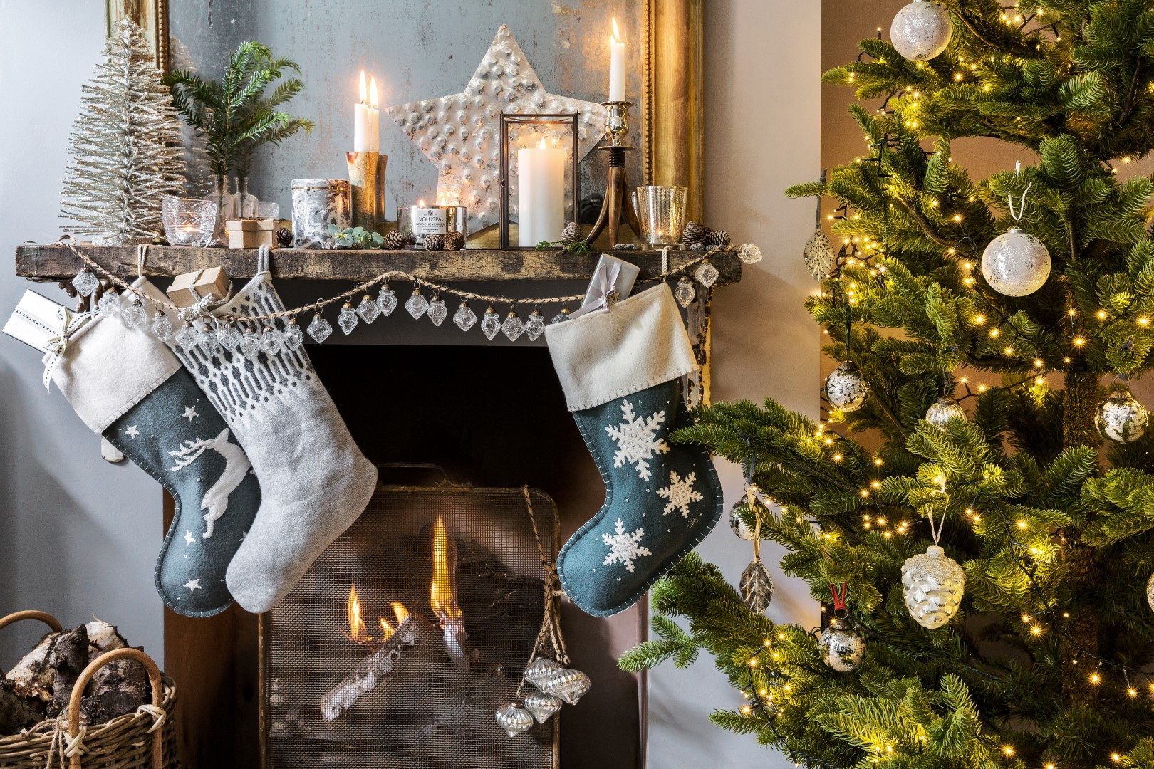 how to decorate your first home for christma