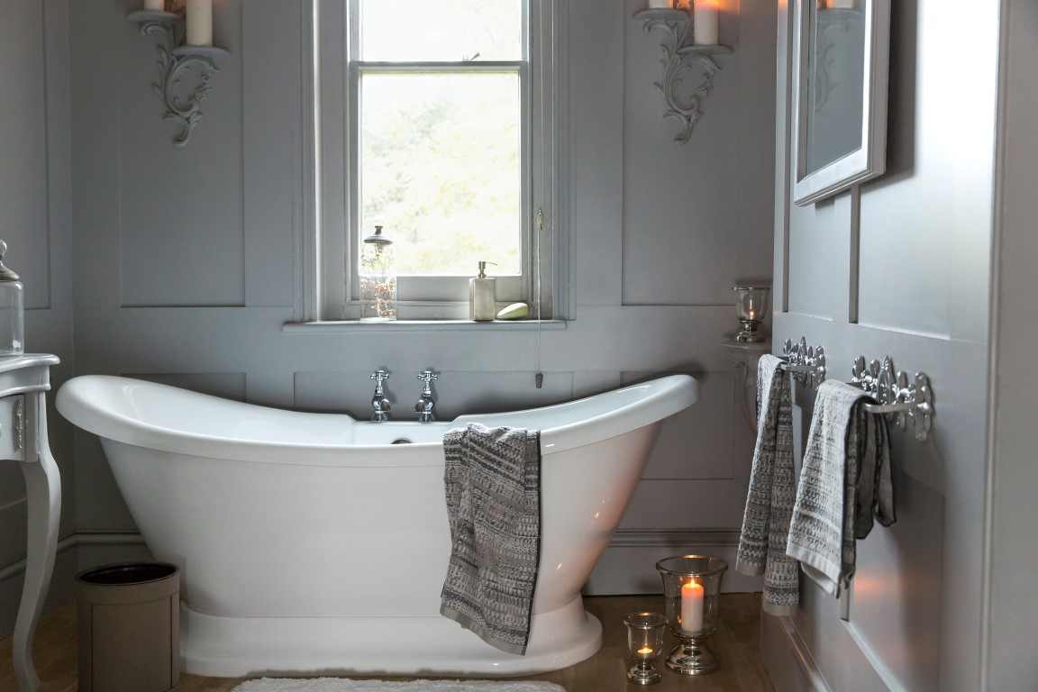 Transform a bathroom towel buying guide the luxpad for Wood panelled bathroom ideas