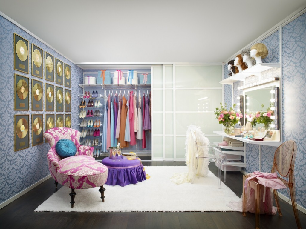 create a stylish dressing room the luxpad. Black Bedroom Furniture Sets. Home Design Ideas