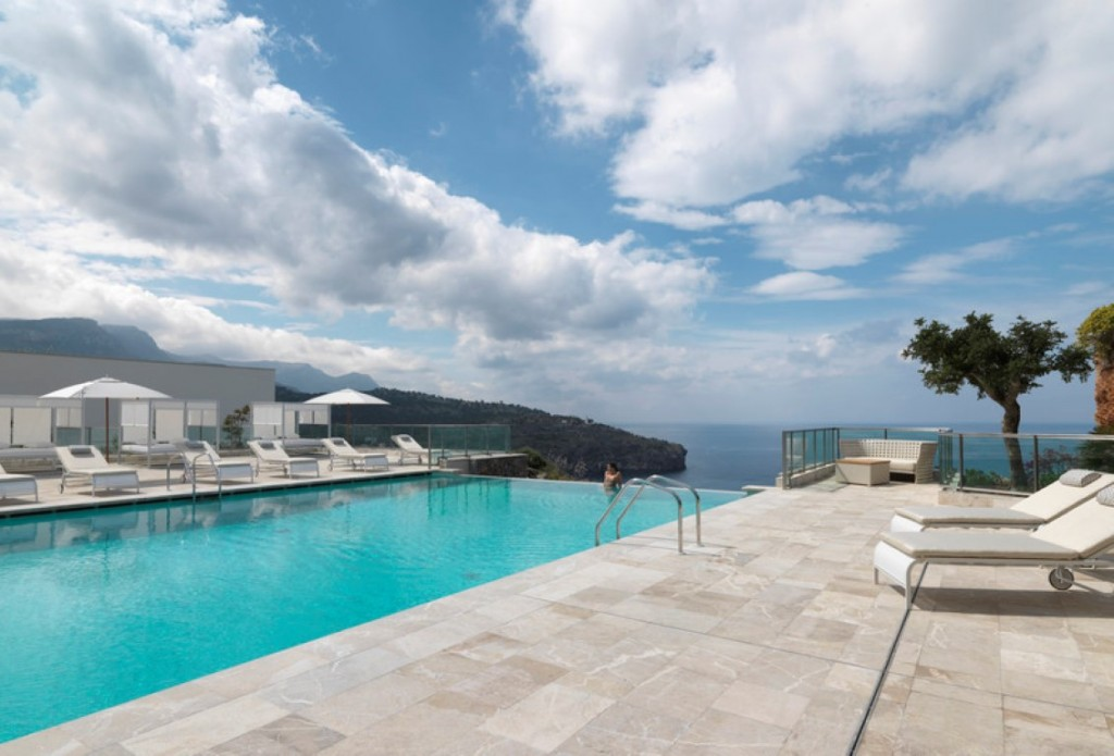 Jumeirah port soller hotel spa the luxpad for Kapfer pool design mallorca