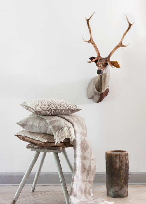 PR Cushions Cream with Deer Head (2) (3)