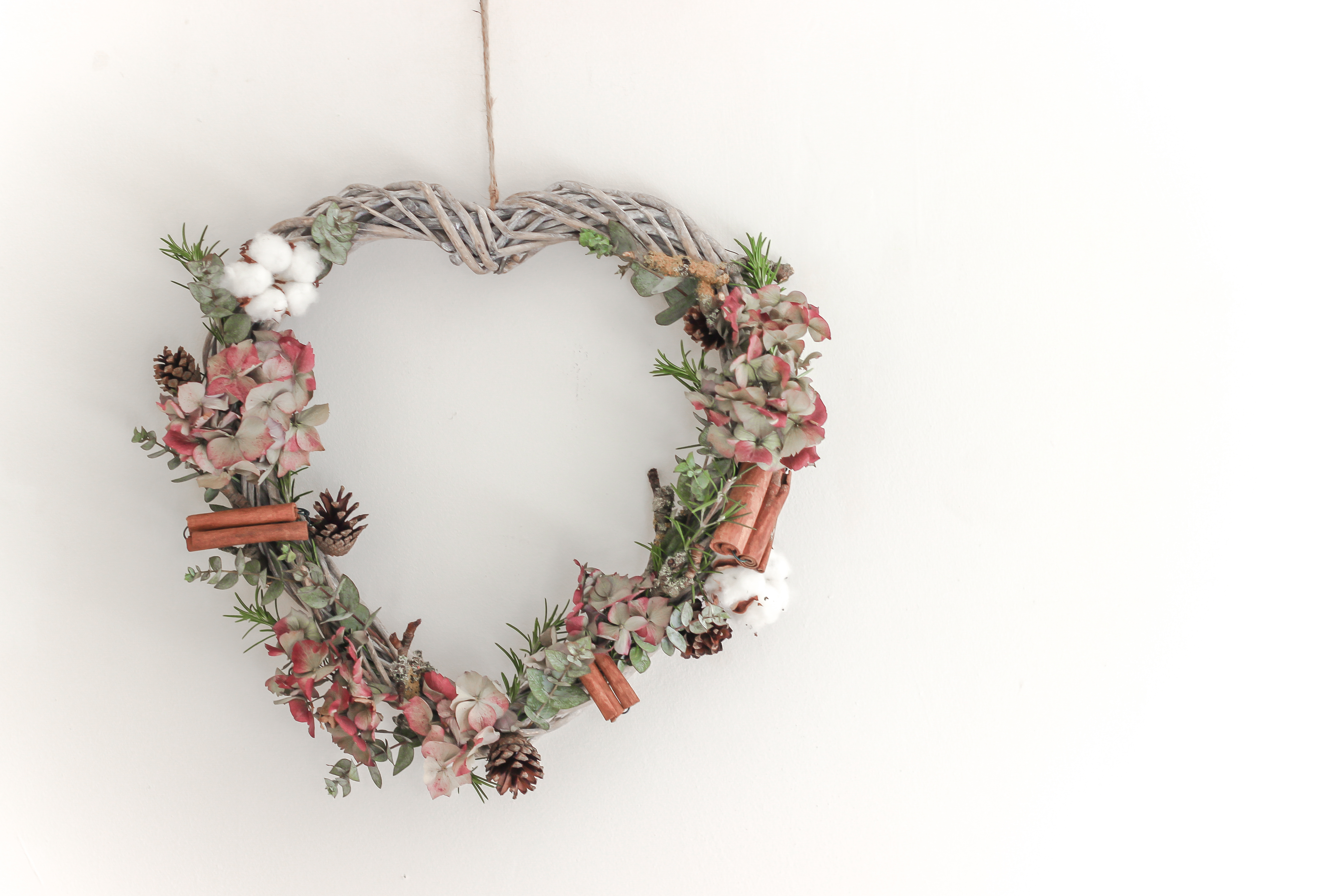 22 Christmas Wreath Ideas for Your Home - The LuxPad