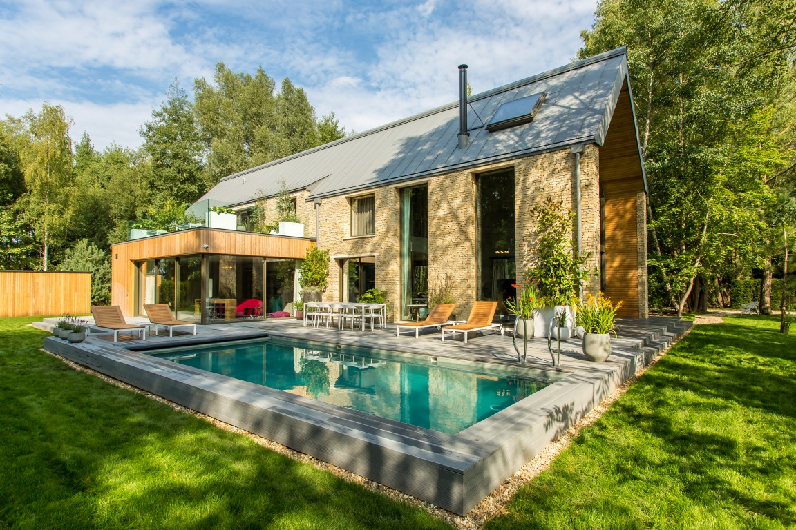 Exterior Barnhouse Garden & Pool - Image courtesy of The Lakes by yoo