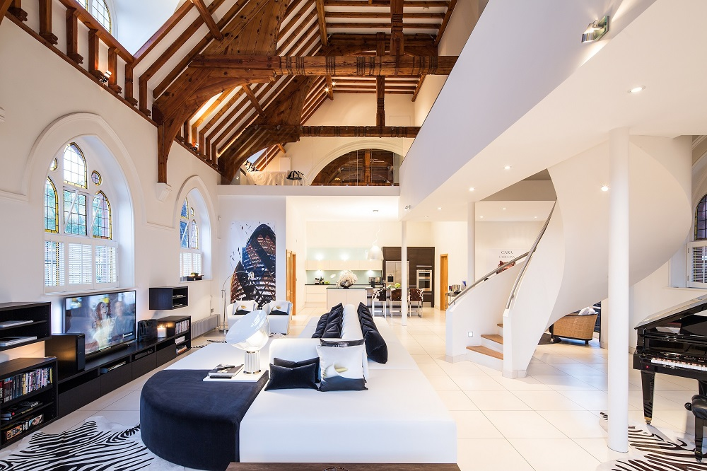 It S Hard To Believe That This Ious Church Conversion Sits In A Busy East London Borough Now The Home And Office Of Interior Designer Gianna Camilotti