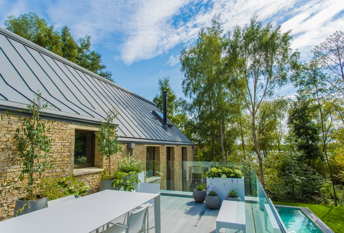Luxury rentals from the lakes by yoo the luxpad for Terrace upstairs