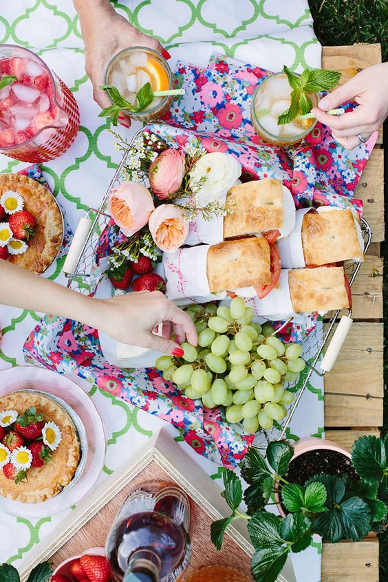 Flatlay - How to Plan the Perfect Picnic