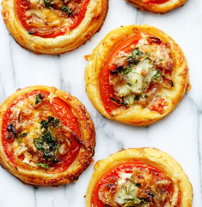 How to plan the perfect picnic - tomato tarts
