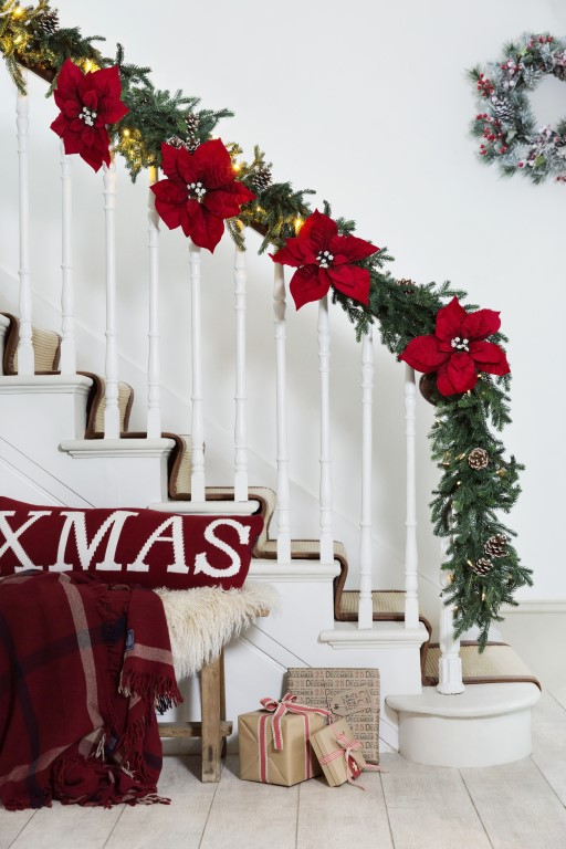 nordic-garlands-stairs-6
