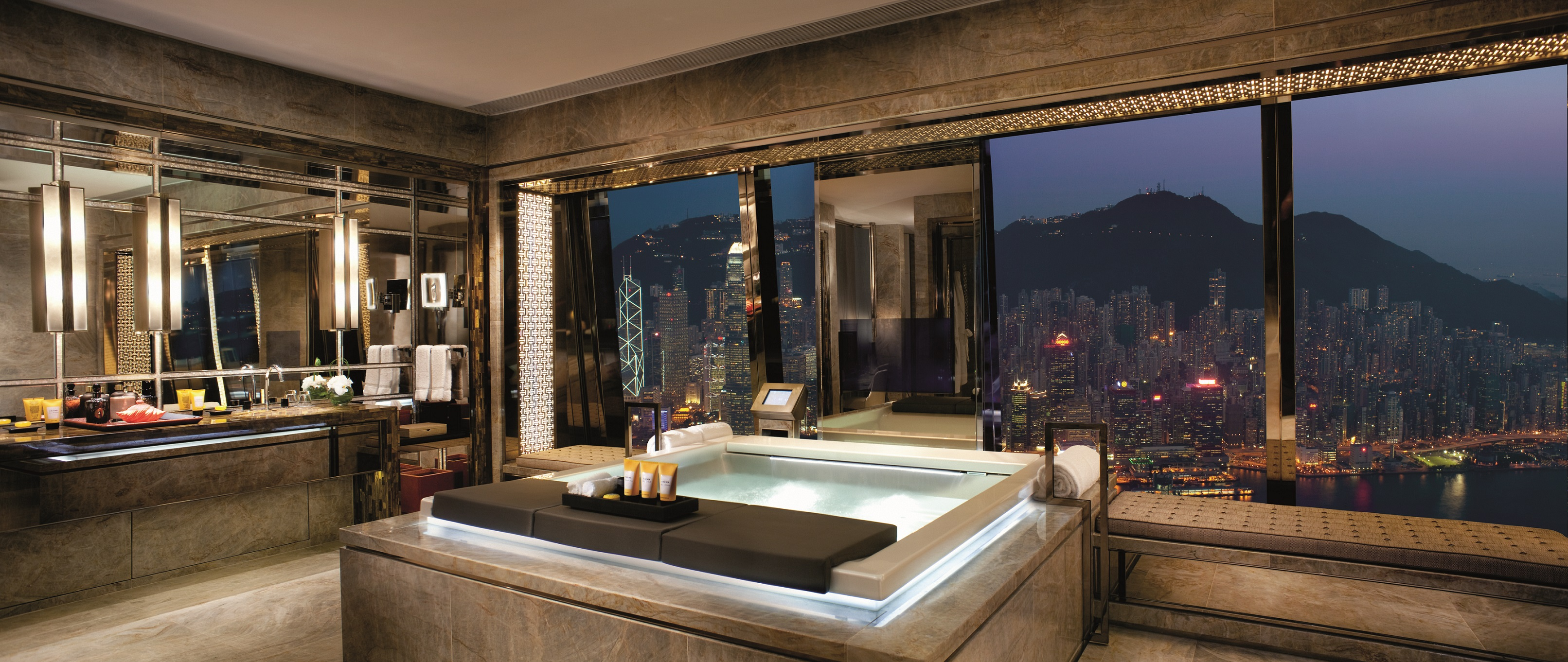 The Ritz-Carlton Suite - Victoria Harbour, Luxury Bathrooms
