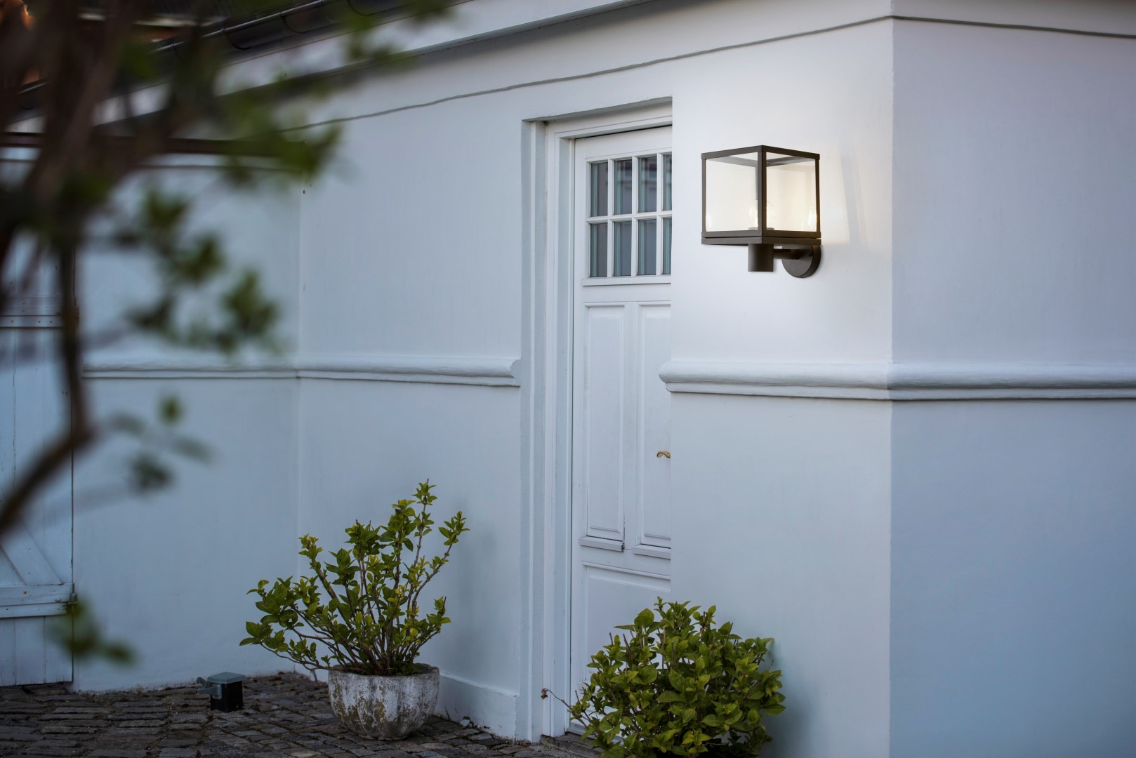 How Does Your Garden Glow? 12 Illuminating Outdoor Lighting Ideas