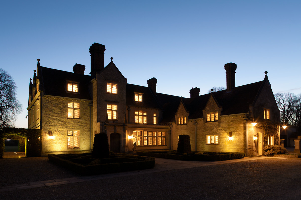 Sims-Hilditch-Cotswold-Manor-House-Outdoor-Lighting-Ideas