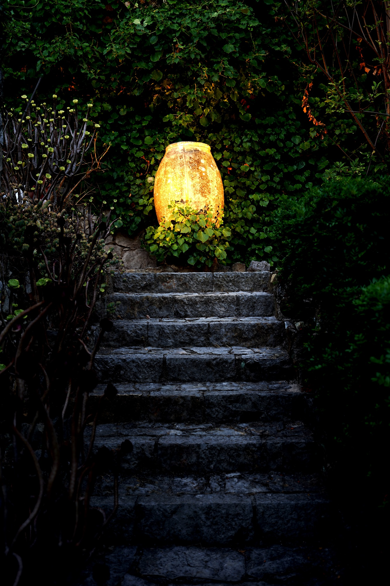 Sutton-Vane-Clos-France-Outdoor-Lighting-Ideas