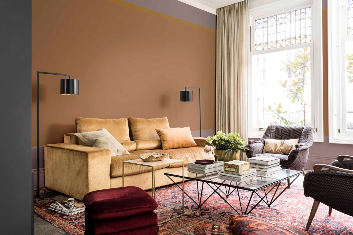 Heart wood revealed as dulux s colour of the year 2018 - Wohnzimmer taupe ...