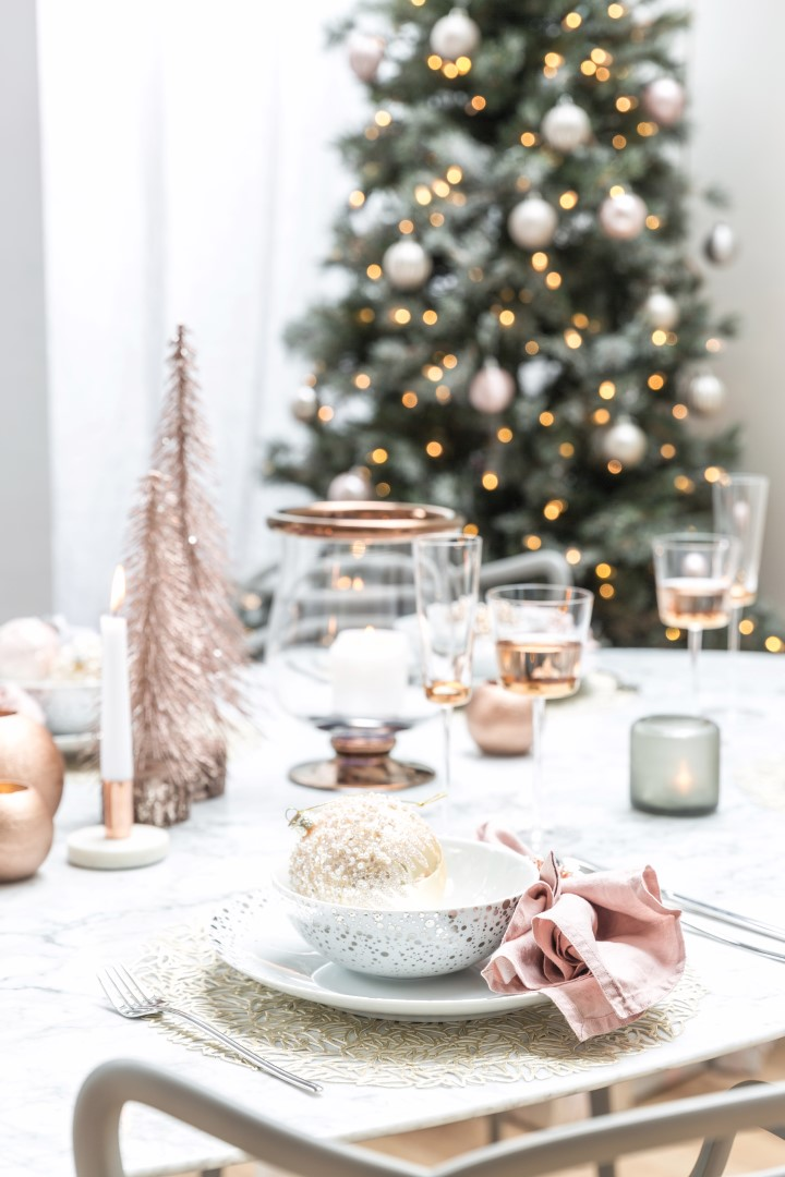 ... And Pale Pink Linens. Finish The Look With Pinku0027s Favourite Metallic,  Copper, In The Form Of Napkin Rings, Candle Holders And Simple Centerpieces.