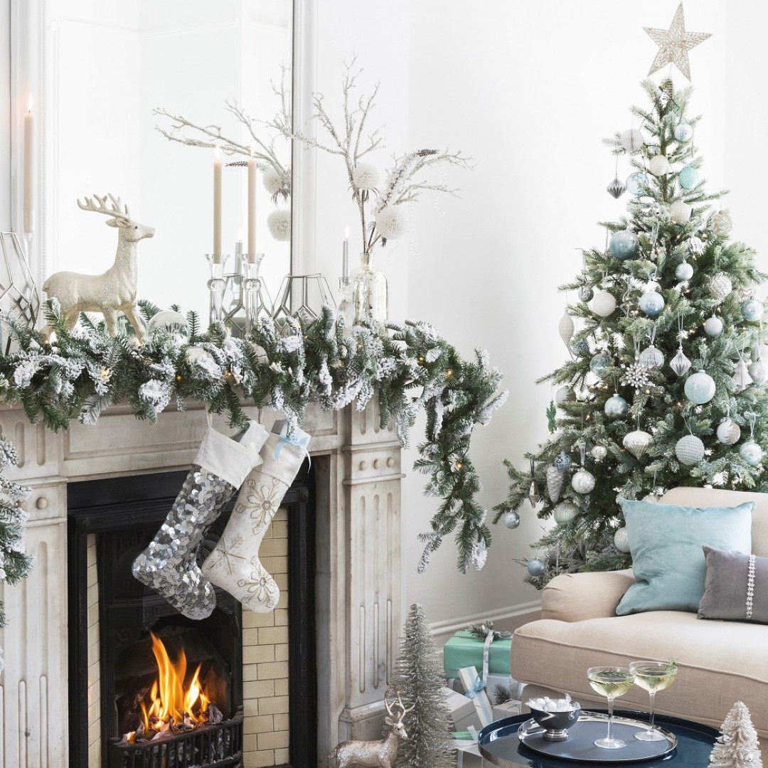 How To Decorate A Live Christmas Tree: How To Decorate A Christmas Tree: A Step By Step Guide