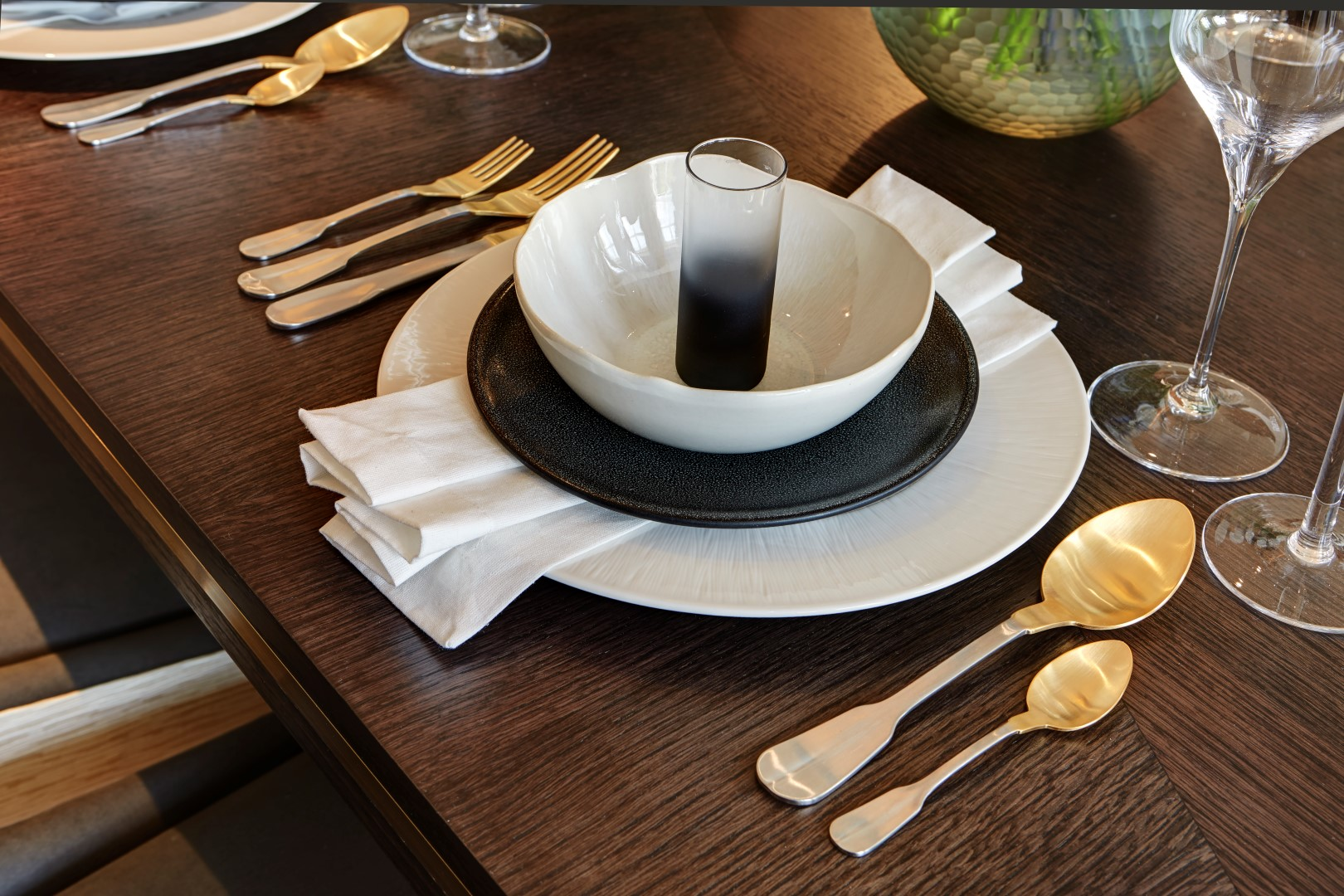 Dining table dressing