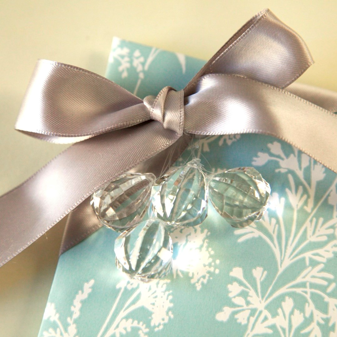 How to gift wrap Christmas presents