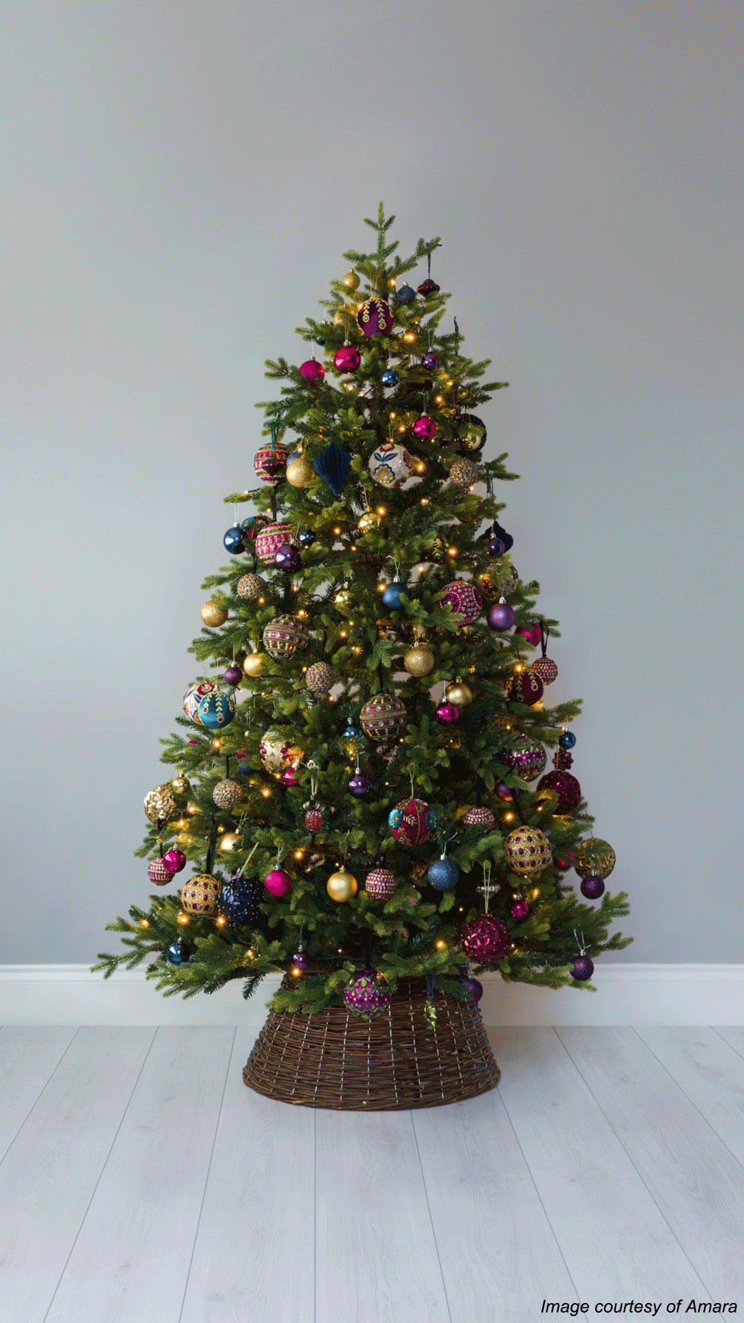 How To Decorate A Christmas Tree A Step By Step Guide The Luxpad