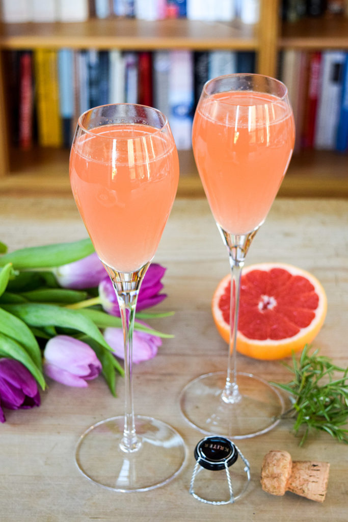 Mothers-Day-Brunch-Ideas-9-Ruby-Grapefruit-Rosemary-Mimosas