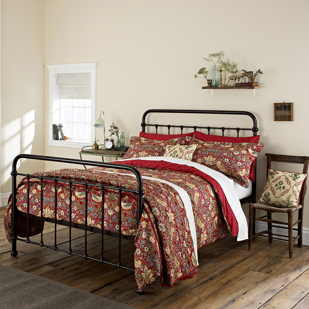 Morris  Co  Strawberry Thief Duvet Cover  Crimson  Super King