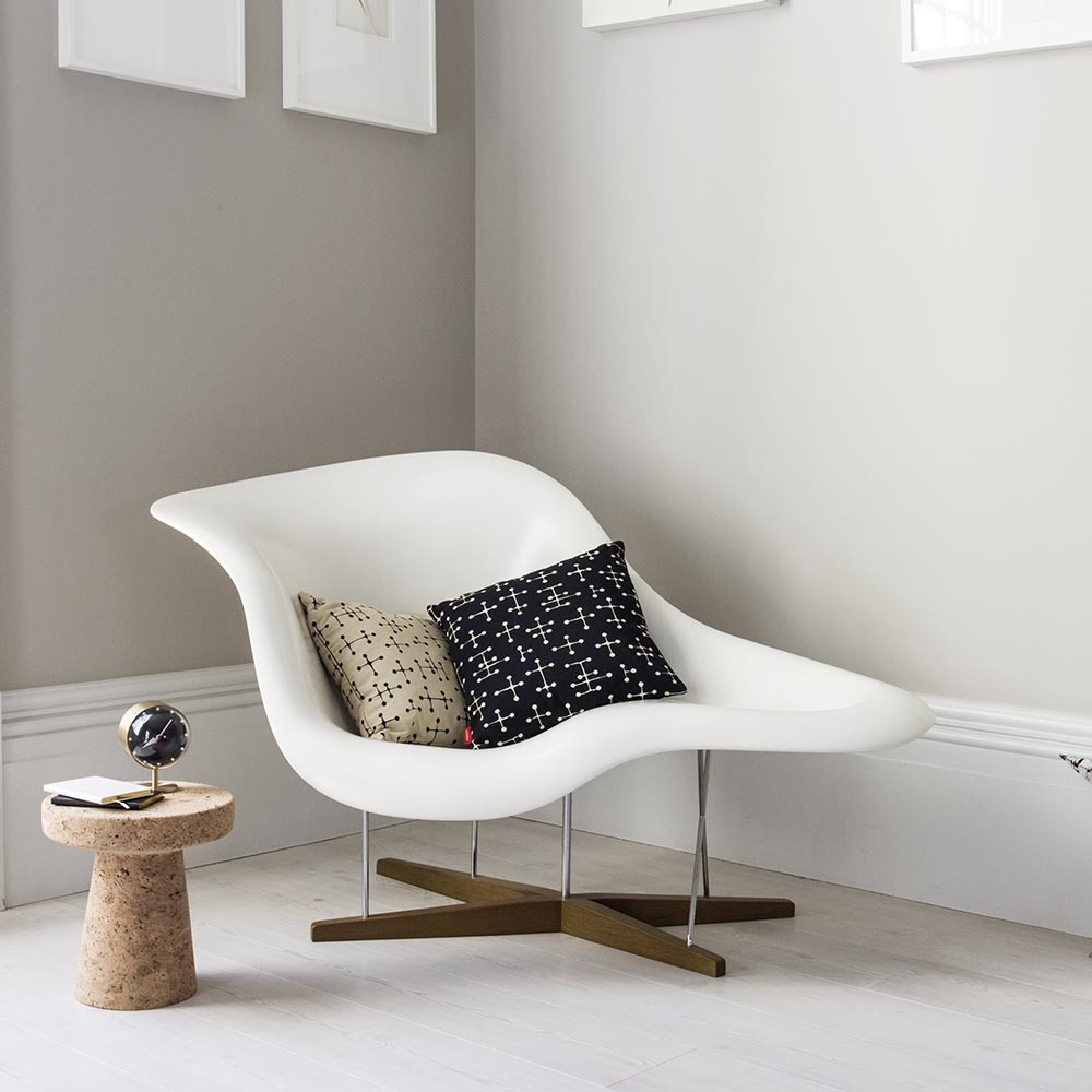 buy vitra eames la chaise white shell amara. Black Bedroom Furniture Sets. Home Design Ideas