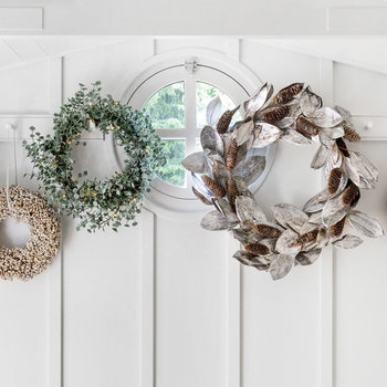 Wreaths, Garlands & Artificial Flowers