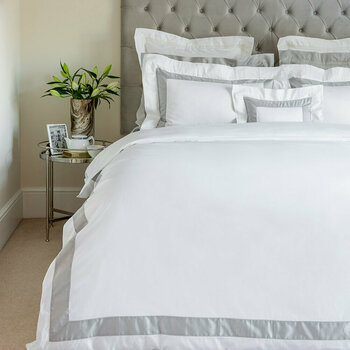 Bicolore White/Gray Bed Linen