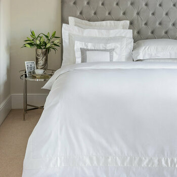 Bicolore White/Milk Bed Linen