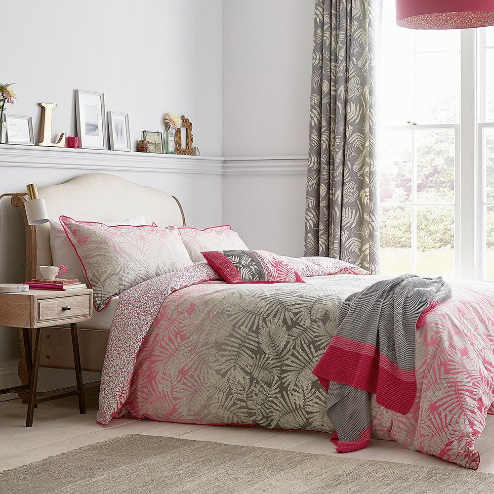 Clarissa Hulse - Espinillo Quilt Cover - Hot Pink - Double