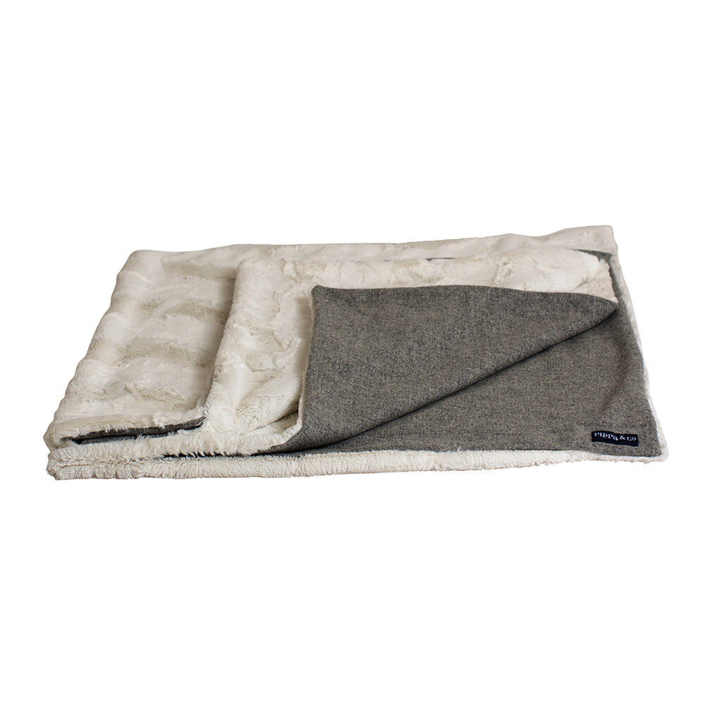 Pippa & Co - Classic Dog Blanket - Silver/Natural Fur - Large