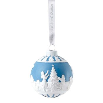 Dressing the Christmas Tree Decoration