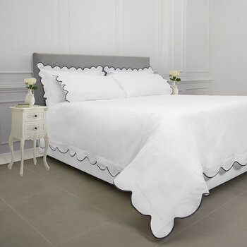 Scallop Bed Set - White/Charcoal