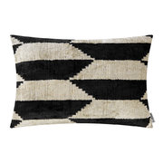 velvet-cushion-40x50cm-black-white-pattern