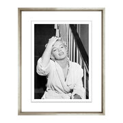 marilyn-at-home-framed-print-48x58cm