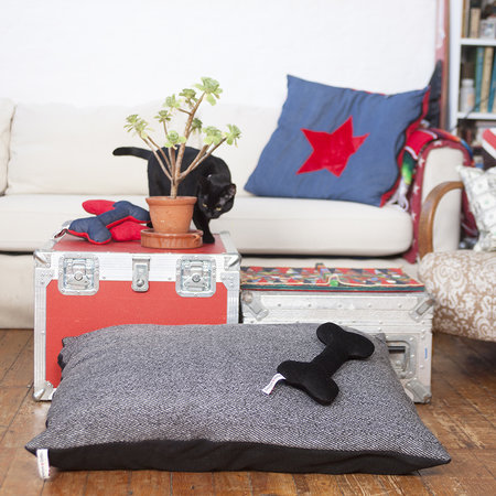 Creature Clothes - Doza Dog Bed - Medium - Herringbone