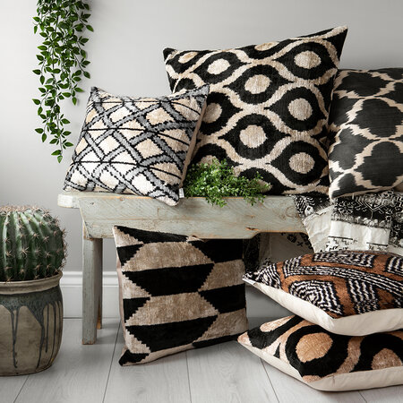 Les Ottomans - Velvet Pillow - 40x50cm - Black/White Geo Stripe Pattern