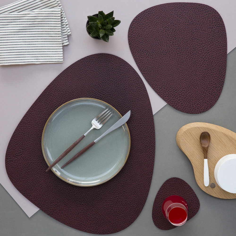 LIND DNA - Hippo Curve Table Mat - Plum - Large