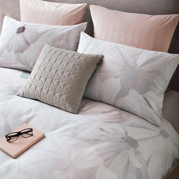 Digital Daisy Quilt Cover - Grey/Blush