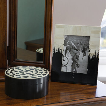 Round Geometric Resin and Horn Box - Black/White