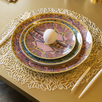 Pressed Vinyl Petal Round Placemat - Champagne