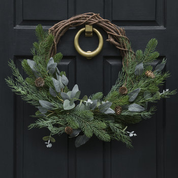 Pine Cone and Leaves Wreath