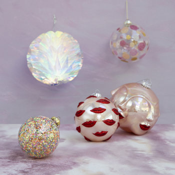 Kiss Bauble