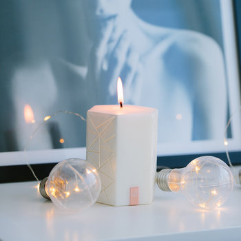 Moment Douillet Hexagon Candle