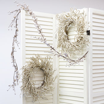 Twig Wreath with Glitter Seaweed Branch - Gold