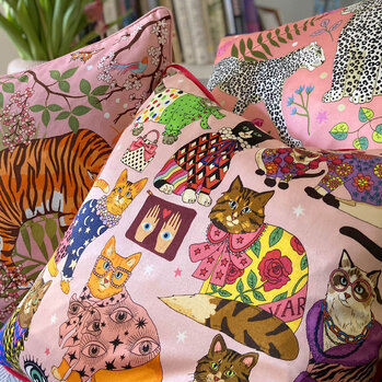 Fashion Cats Pillow - Pink - 45x45cm