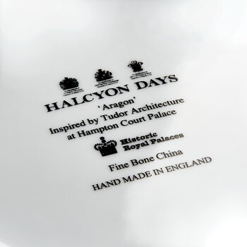 Historic Royal Palaces Aragon Charger Plate - Midnight Platinum