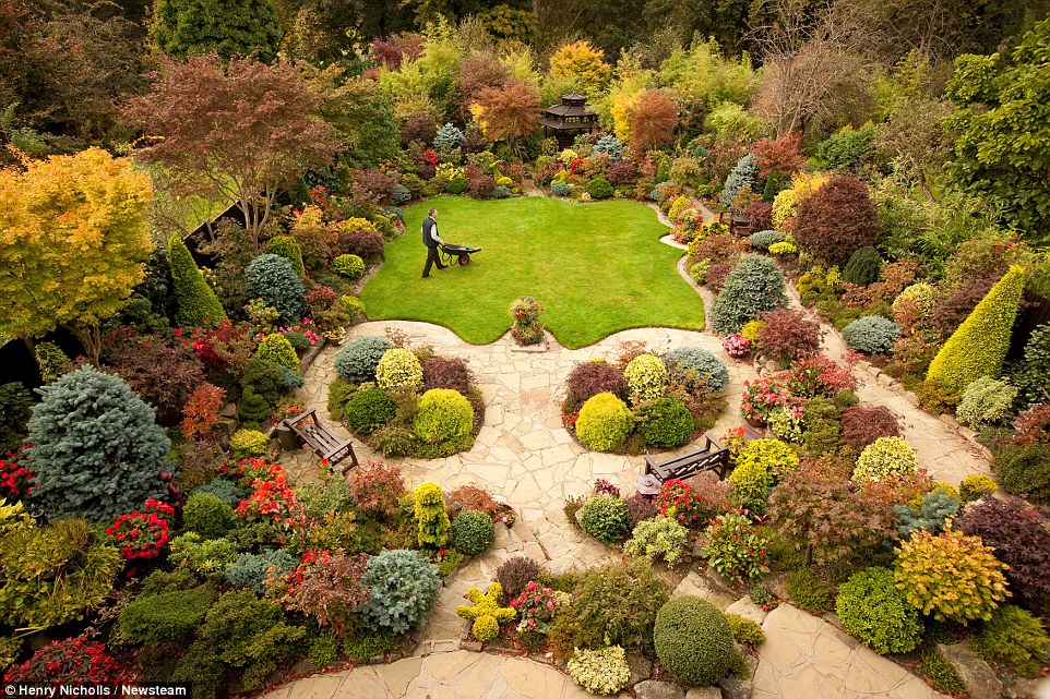 7 secrets for a beautiful garden the luxpad the latest for Gardening 4 all seasons