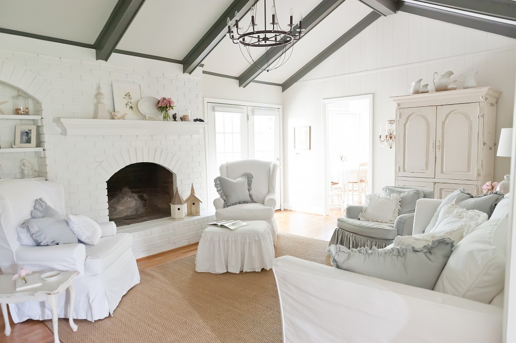The-Decorologist-Living-Room-White-Decor