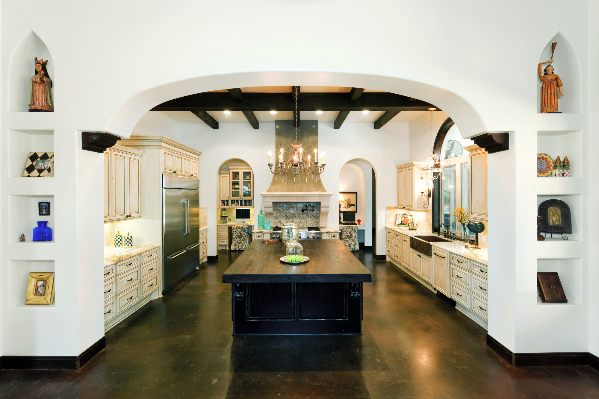 25 best interior designers in texas the luxpad for Texas kitchen designs